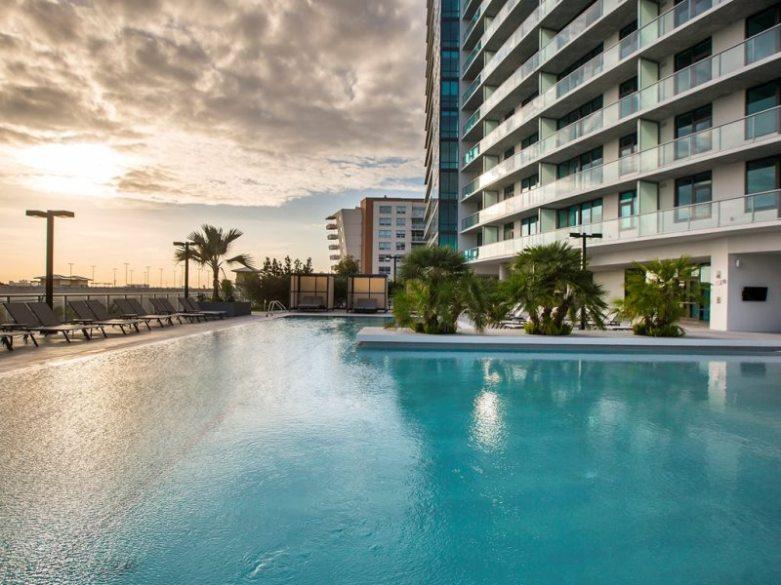 Midtown 5 pool2