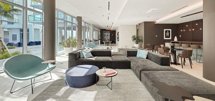 Quadro poolside lounge small